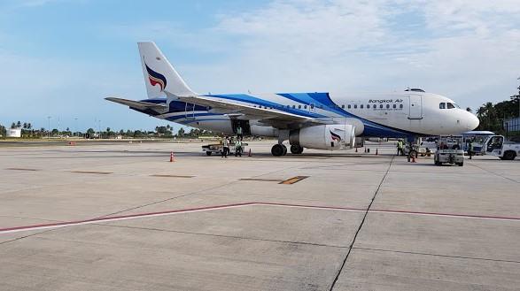 Dutchie-Phuket-airport-liggend